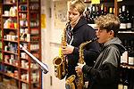 Weihnachtsmusik in den Geschäften des Wiehler Rings